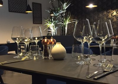 salle arriere table restaurant